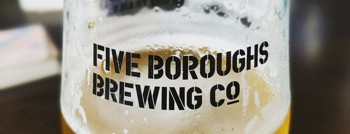 Five Boroughs Brewing Co. is one of Lugares favoritos de Michael.
