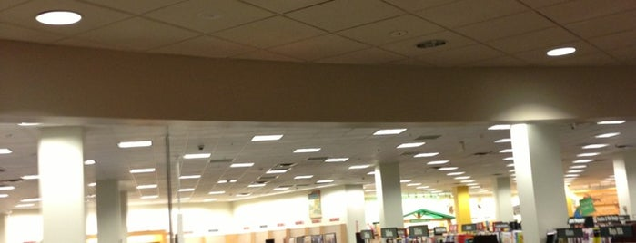 Barnes & Noble is one of Must-visit Coffee Shops in Woodland Hills.