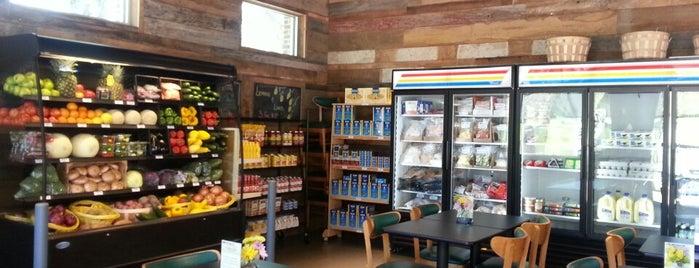monarch cafe and fresh food is one of สถานที่ที่บันทึกไว้ของ Robin.