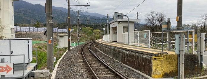 Ōtagiri Station is one of JR 고신에쓰지방역 (JR 甲信越地方の駅).