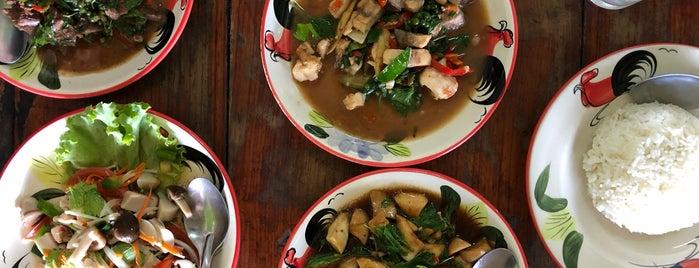 น้องเบส | ร้านอาหารตามสั่ง is one of Tempat yang Disimpan Yuwi.