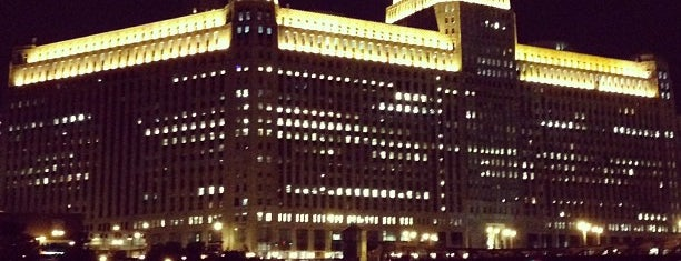 The Merchandise Mart is one of Lieux qui ont plu à Cusp25.