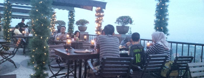 The Valley Bistro Cafe And Resort Hotel is one of Moking & Drink.