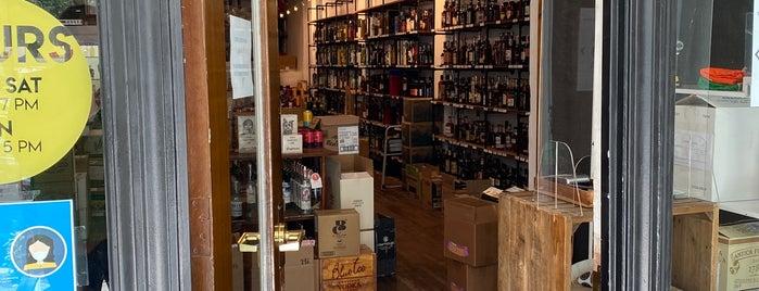 Bitters + Bottles is one of Lieux sauvegardés par Caroline.