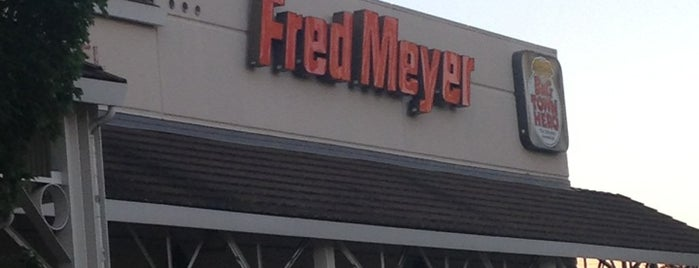 Fred Meyer is one of Meganさんのお気に入りスポット.