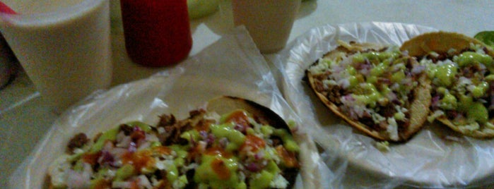 Tacos Mazatlan is one of Lugares de interés.