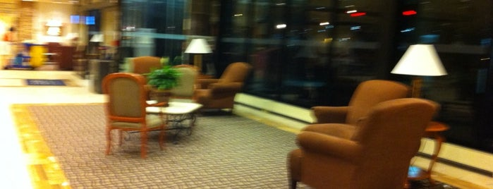 Four Points by Sheraton Toronto Airport is one of Lugares favoritos de Michael.