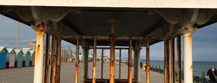 Western Esplanade is one of Orte, die Barry gefallen.