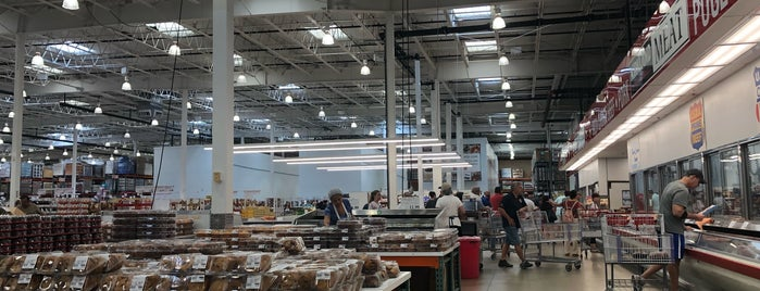 Costco Food Court is one of Lieux qui ont plu à Normélia.