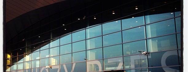 Rzeszów International Airport (RZE) is one of สถานที่ที่ Helene Eli ถูกใจ.