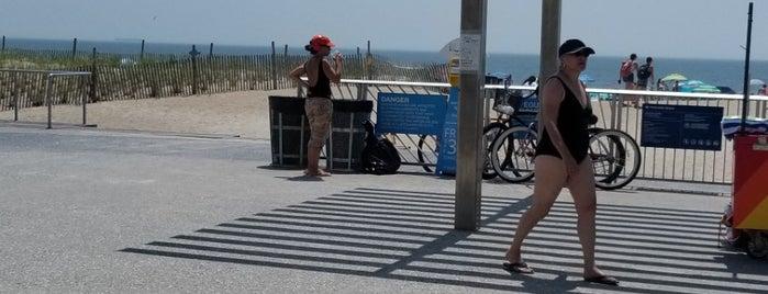 Rockaway Beach - 106th Street is one of Posti che sono piaciuti a Tony.