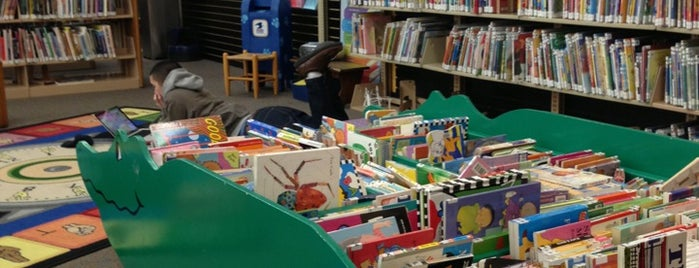 Ames Public Library is one of Orte, die Miranda gefallen.