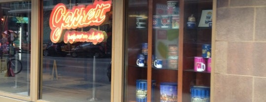 Garrett Popcorn Shops is one of Locais salvos de Aris.