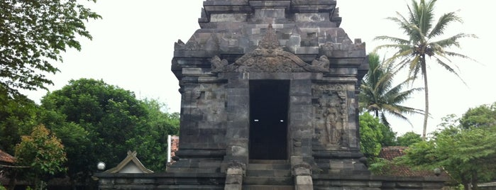 Candi Pawon (Pawon Temple) is one of Temples and statues in Indonesia.