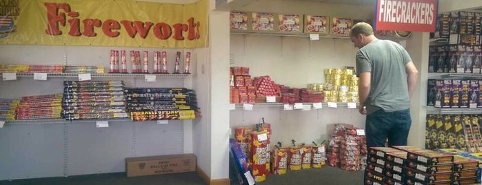 Fireworks Superstore is one of Tempat yang Disukai Nick.
