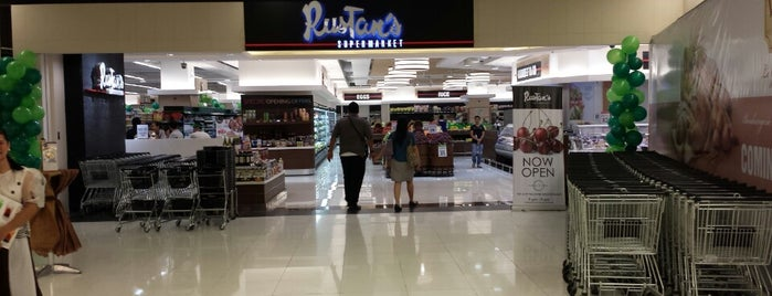 Rustan's Supermarket Fresh is one of Locais curtidos por Shank.