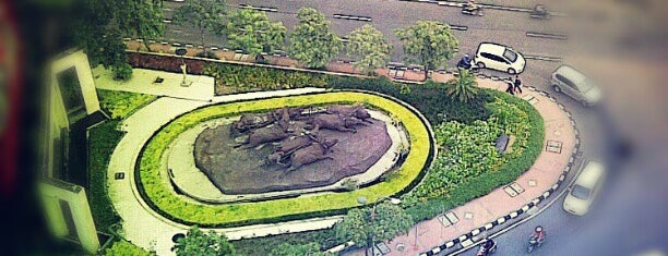 Monumen Karapan Sapi is one of Characteristic of Surabaya.