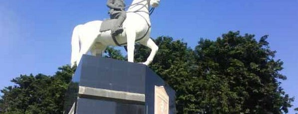Monumen Mayor Djarot Dan Kuda Putih Mayangkara is one of Characteristic of Surabaya.