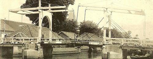 Jembatan Petekan is one of Characteristic of Surabaya.