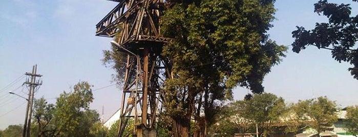 Crane Mechanis Kampoeng Baroe - Kalimas is one of Characteristic of Surabaya.