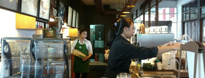 Starbucks is one of 食事.