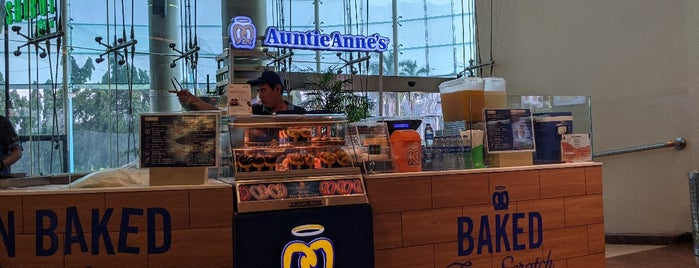 Auntie Anne's is one of Lieux qui ont plu à Bayu Weda.