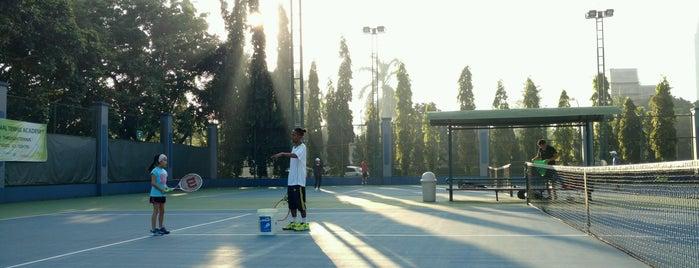 Lapangan Tenis Cilandak is one of Orte, die Sari gefallen.