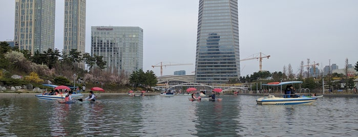 Songdo Central Park is one of Tempat yang Disukai Janne.