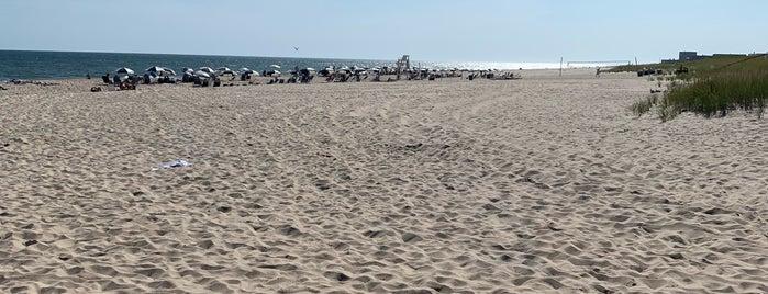 Ocean Road Beach is one of Hamptons.