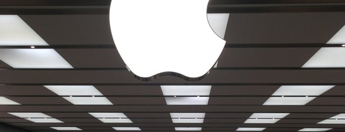 Apple Boca Raton is one of Tammyさんのお気に入りスポット.