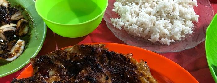 Wisata Kuliner Kampung Ujung is one of Flores.