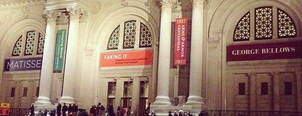 Metropolitan Museum of Art is one of UES.