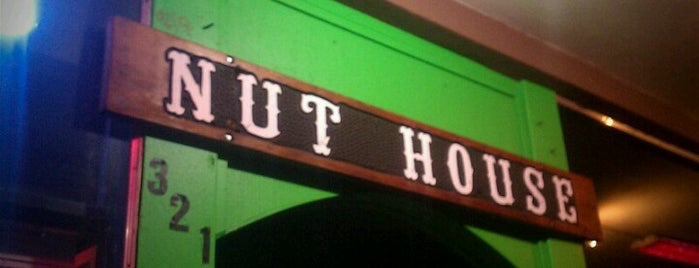 Antonio's Nut House is one of Tempat yang Disukai Roy.