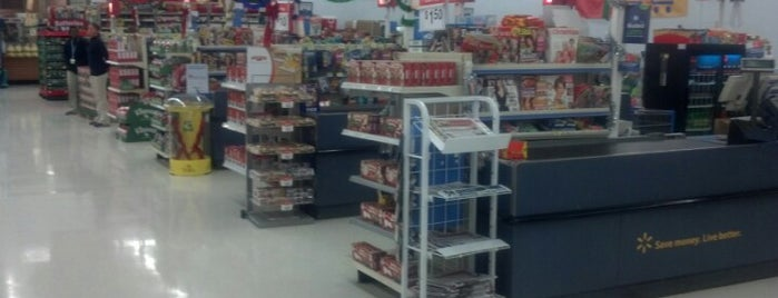 Walmart Supercenter is one of Dawnさんのお気に入りスポット.