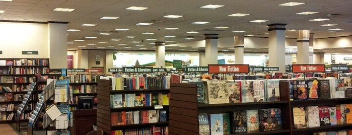 Barnes & Noble is one of Mo's Liked Places.