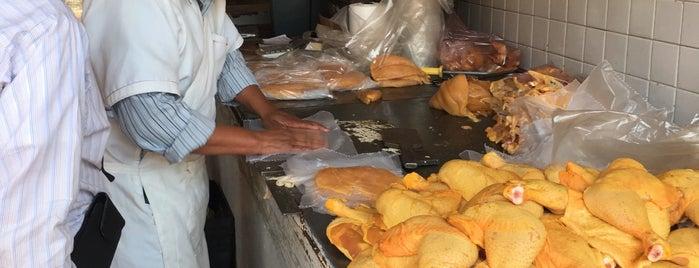 Mercado de Pollos Rio Frio is one of Elena 님이 좋아한 장소.