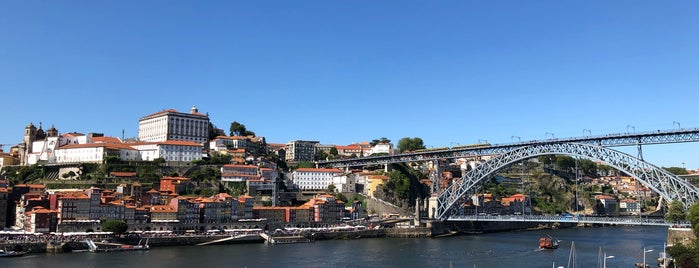 Terrace Lounge 360º is one of Porto for starters.