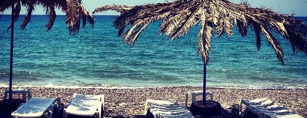 Juji beach bar is one of Locais curtidos por İpek.