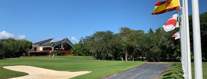 El Camaleón Golf Course is one of Tempat yang Disukai Carlos.