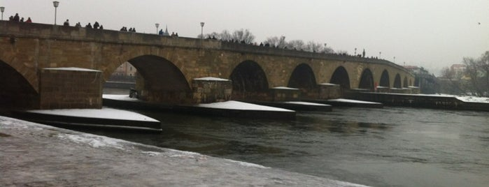 Steinerne Brücke is one of สถานที่ที่ Miguel ถูกใจ.