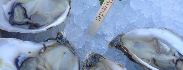 Midtown Oyster Bar is one of Newport.