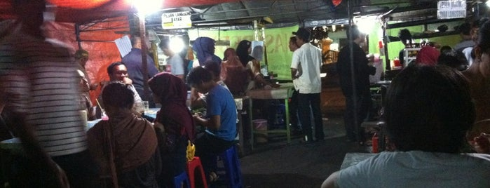Bebek Tugu Pahlawan is one of SBY Culinary Spot!.