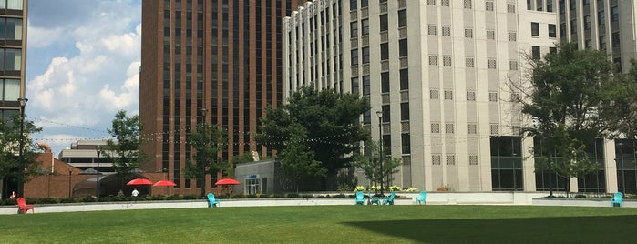 Cascade Plaza is one of Locais curtidos por Rachel.