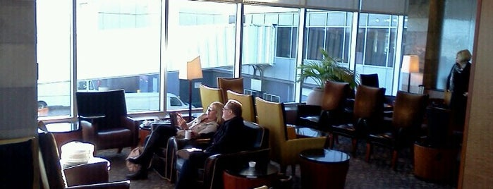 Delta Sky Club is one of Lugares favoritos de John.