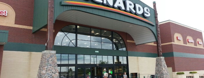 Menards is one of สถานที่ที่ Kat ถูกใจ.