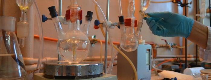Кафедра неорганічної хімії, твердого тіла та нанодисперсних матеріалів ЧНУ is one of Чернівецький національний університет.