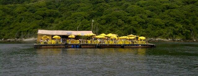 Restaurante Flutuante do Forno is one of Tempat yang Disukai Gaba.