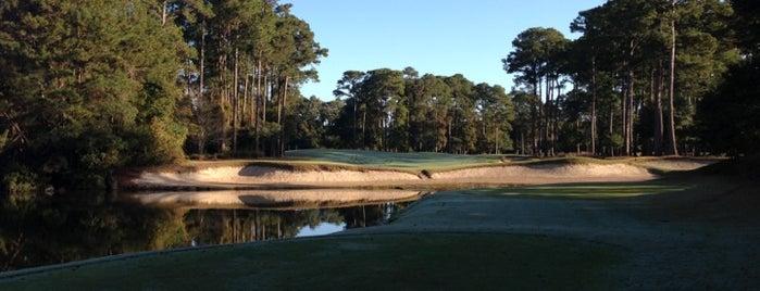 Caledonia Golf & Fish Club is one of Orte, die John gefallen.