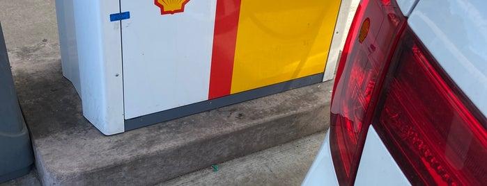 Shell is one of Locais curtidos por Jim.