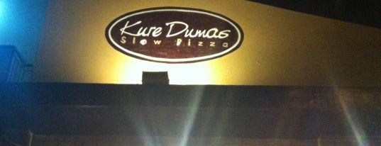 Kure Dumas Slow Pizza is one of Restaurantes & Bares.